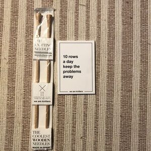 Wooden knitting needles +note pad